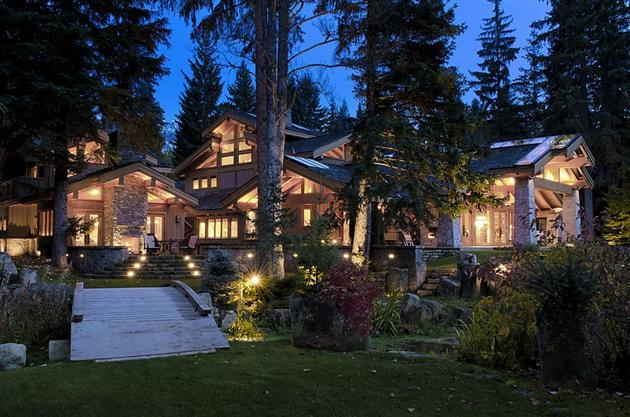 15-Million-Contemporary-Whistler-Cabin-in-Canada-1