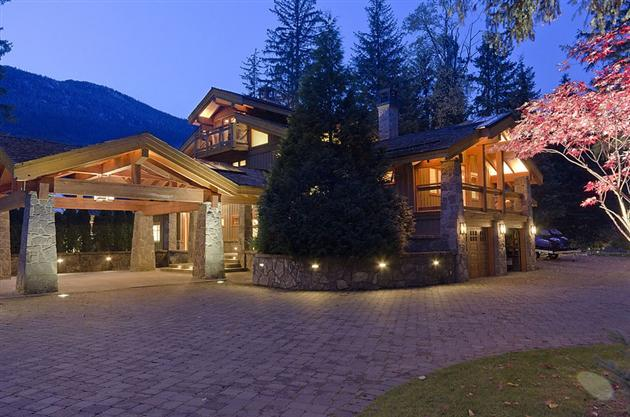 15-Million-Contemporary-Whistler-Cabin-in-Canada-9