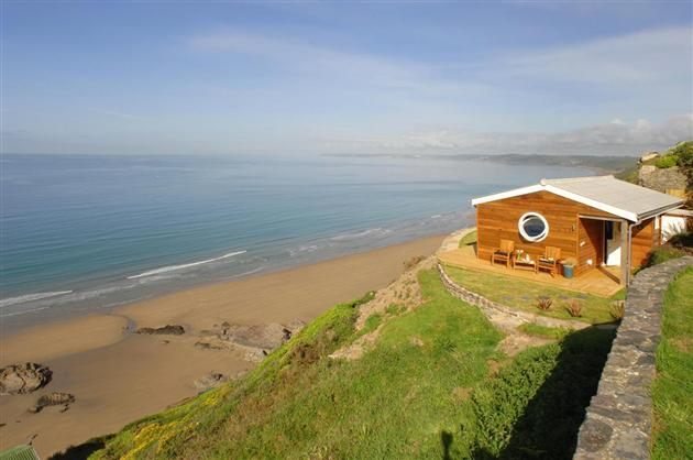 The-Edge-Beachfront-Cottage-in-England-1