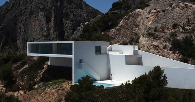 Stunning-House-on-The-Cliff-In-Spain-1
