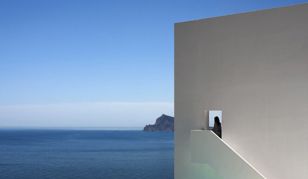 Stunning-House-on-The-Cliff-In-Spain-11
