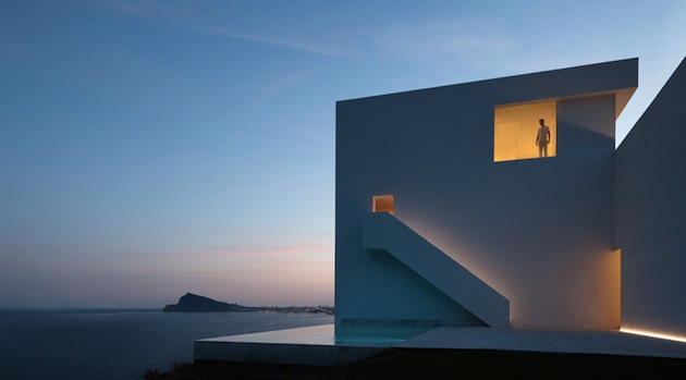 Stunning-House-on-The-Cliff-In-Spain-19