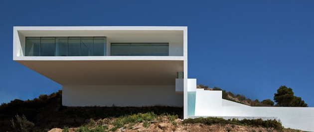 Stunning-House-on-The-Cliff-In-Spain-2