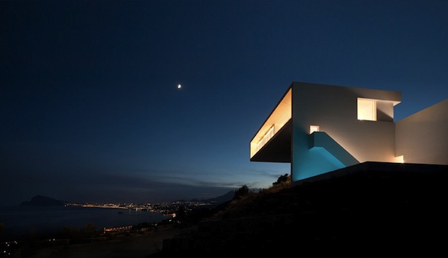 Stunning-House-on-The-Cliff-In-Spain-20