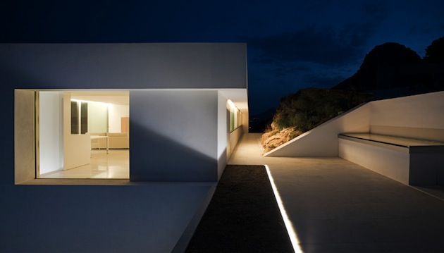 Stunning-House-on-The-Cliff-In-Spain-21