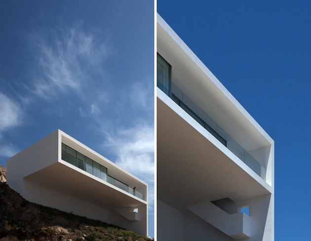 Stunning-House-on-The-Cliff-In-Spain-4