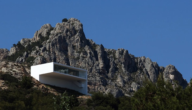 Stunning-House-on-The-Cliff-In-Spain-5