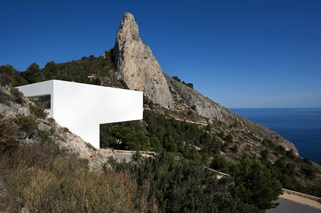 Stunning-House-on-The-Cliff-In-Spain-7