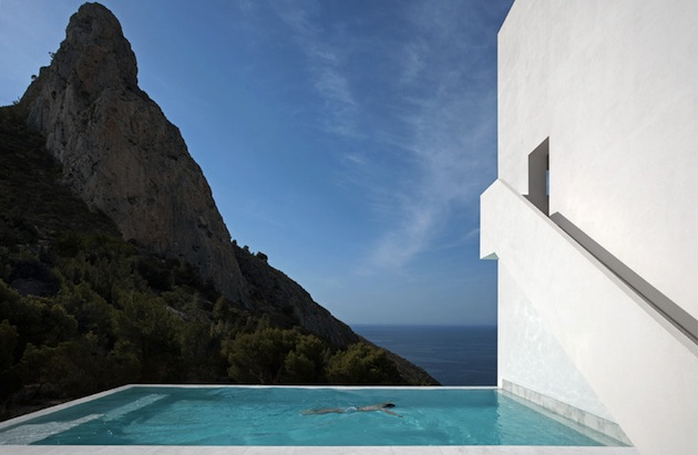 Stunning-House-on-The-Cliff-In-Spain-8