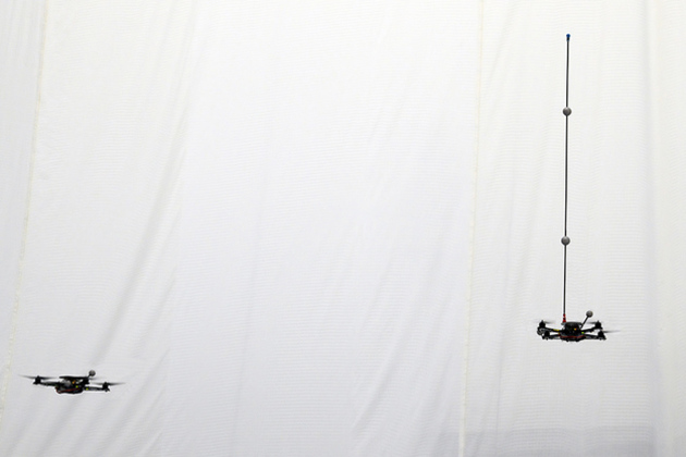quadrotors_juggling_1_large