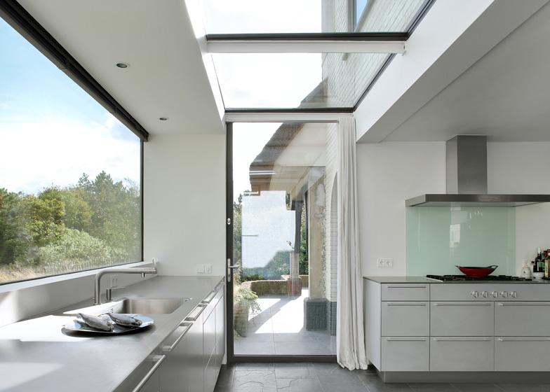 dezeen_House-N-by-Maxwan_ss_7