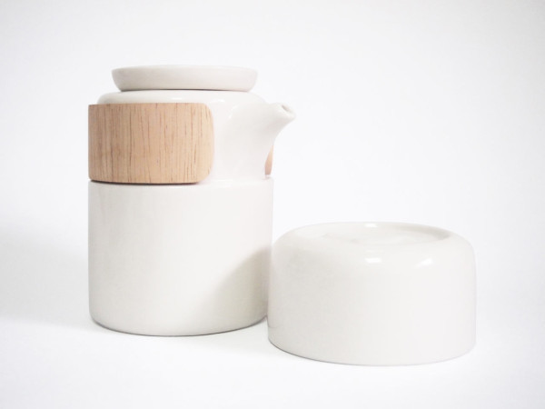 take-breath-ceramic-modern-tea-pot-white-600x450