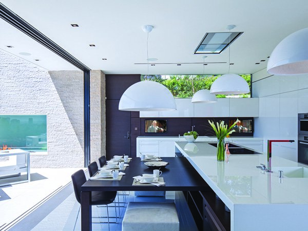 600x450xLaurel-Way-Residence-11-1-Kindesign.jpg.pagespeed.ic.7GAuyyN0k5