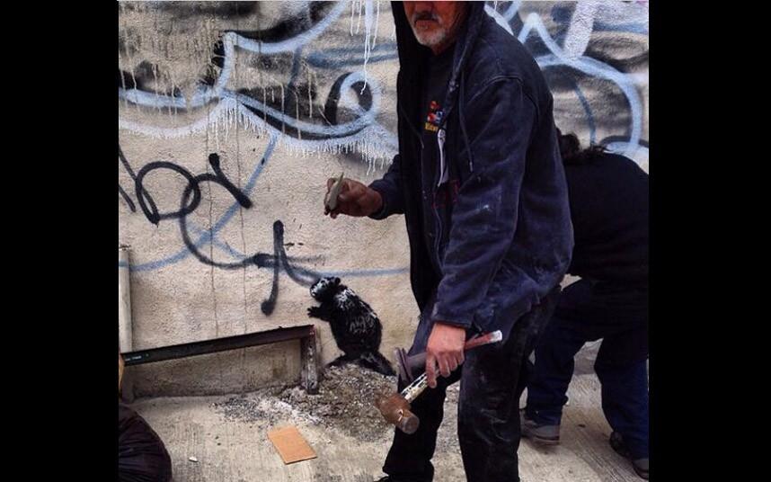 Banksy_hammers_2698710k