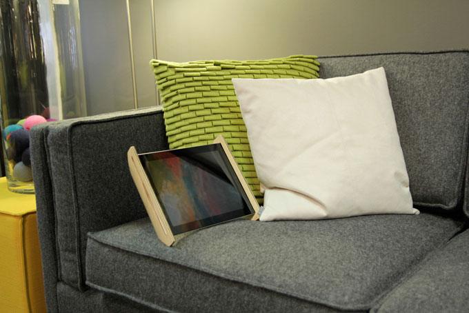 SNE-iPad-stand-5