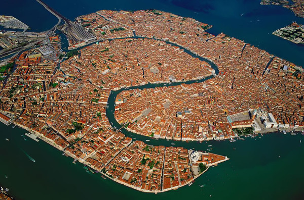 birds-eye-view-aerial-venice-600x396