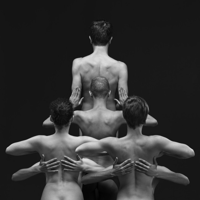 Naked-Bodies-Optical-Illusions-2