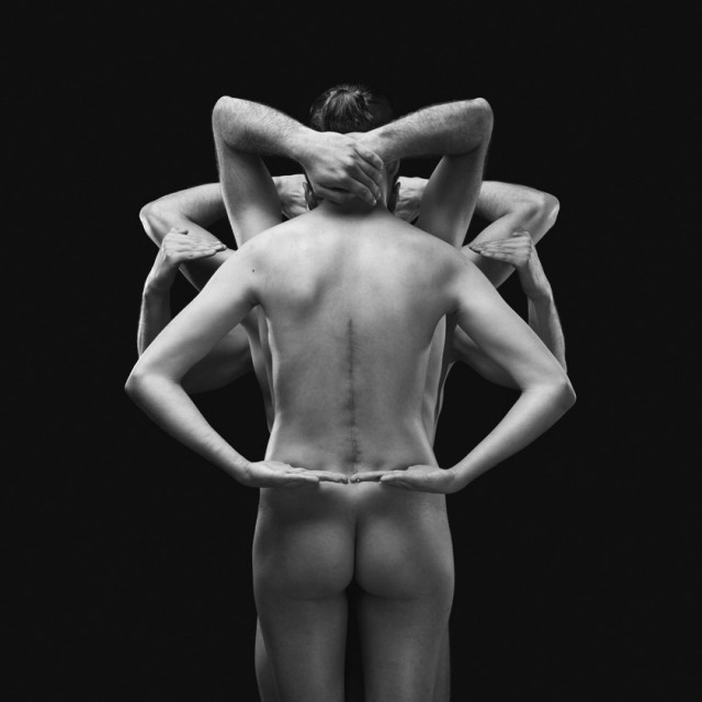 Naked-Bodies-Optical-Illusions-6