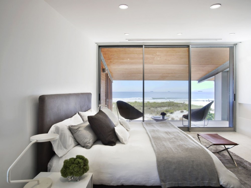 Bedroom-and-the-ocean