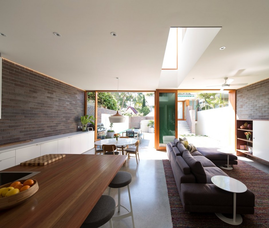 Kitchen-and-terrace