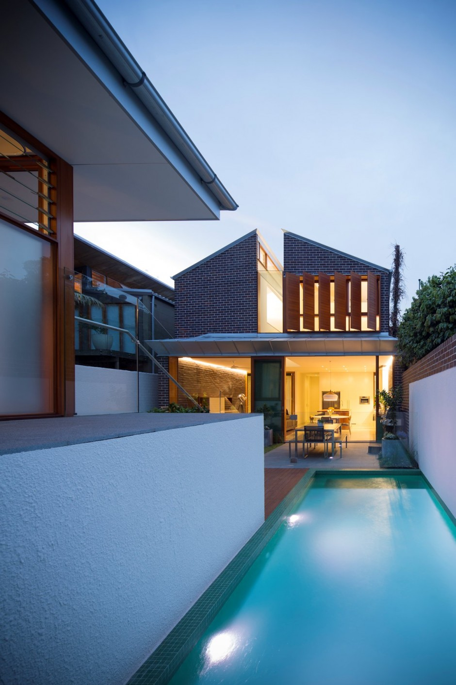 Swimming-pool-back-of-the-house