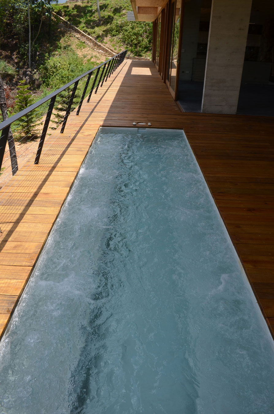 Terrace-and-water-pool